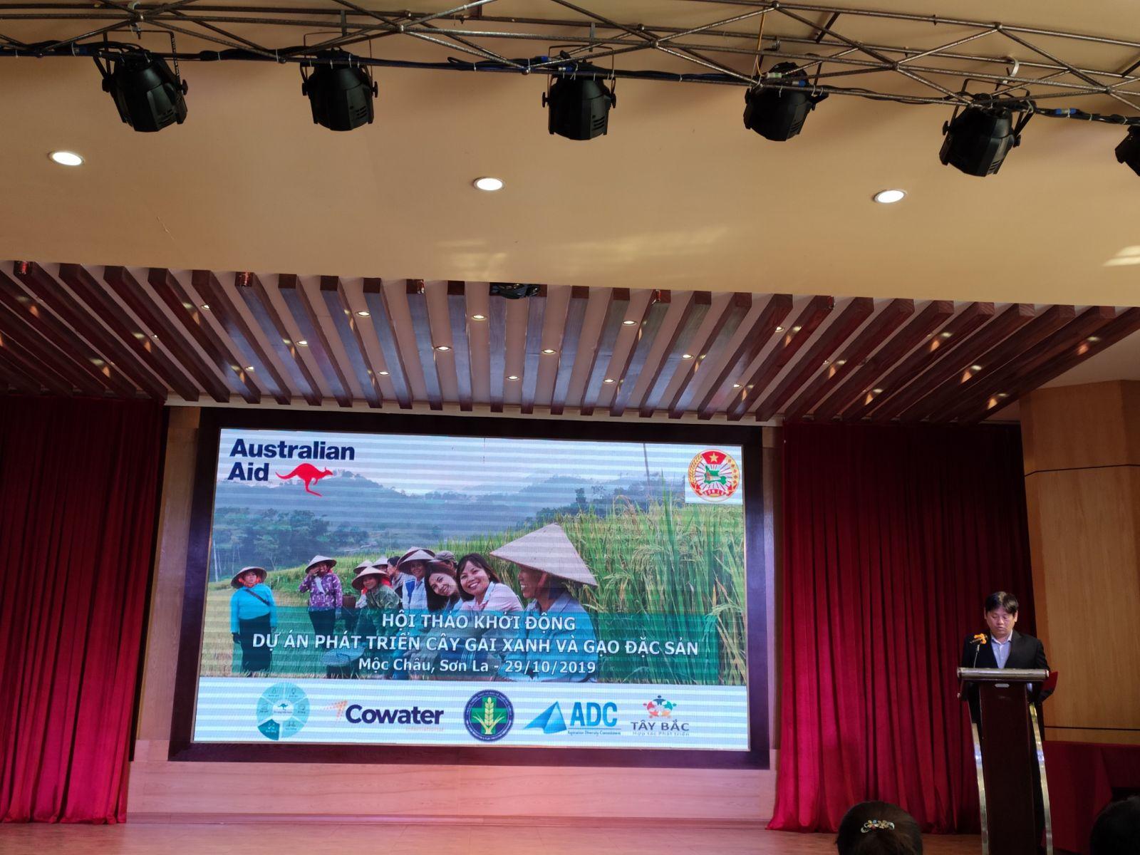 Ông Nguyễn Thanh Hải, đại điện Sở Kế hoạch và Đầu tư tỉnh Sơn La phát biếu khai mạc hội thảo